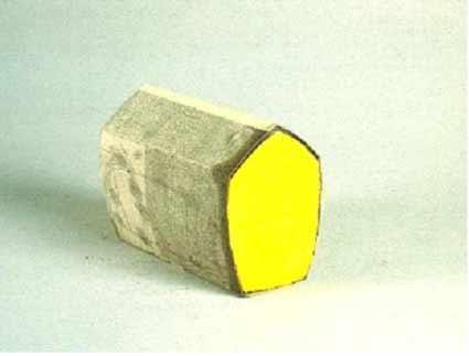 Othmar Eder: O.T., 1994 – 1995. Pigmente, Bleistift, Asche, Wachs, Karton, 13 x 17 x 9.5 cm